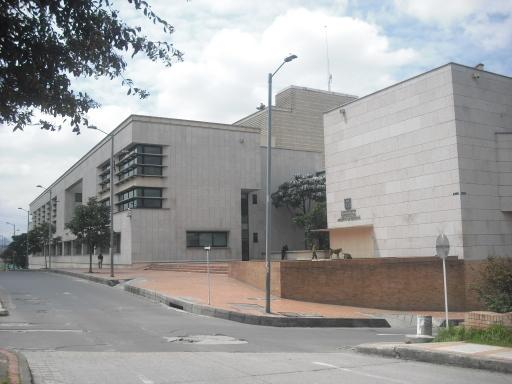 Edifício público em Bogotá, Colômbia. Foto Emilene Miossi.