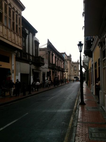 A impressionante limpeza das ruas de Lima