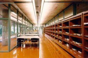 Biblioteca FAUUSP, piso epóxi. Projeto arquitetônico Villanova Artigas